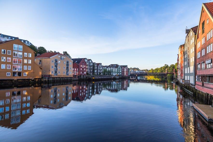 River-nidelven-old-town-bridge-trondheim-norway