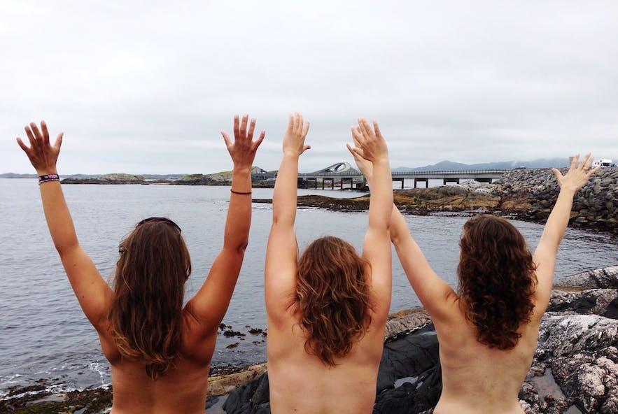 Happy moment by the Atlantic Road in Norway: Photo: Odd Roar Lange
