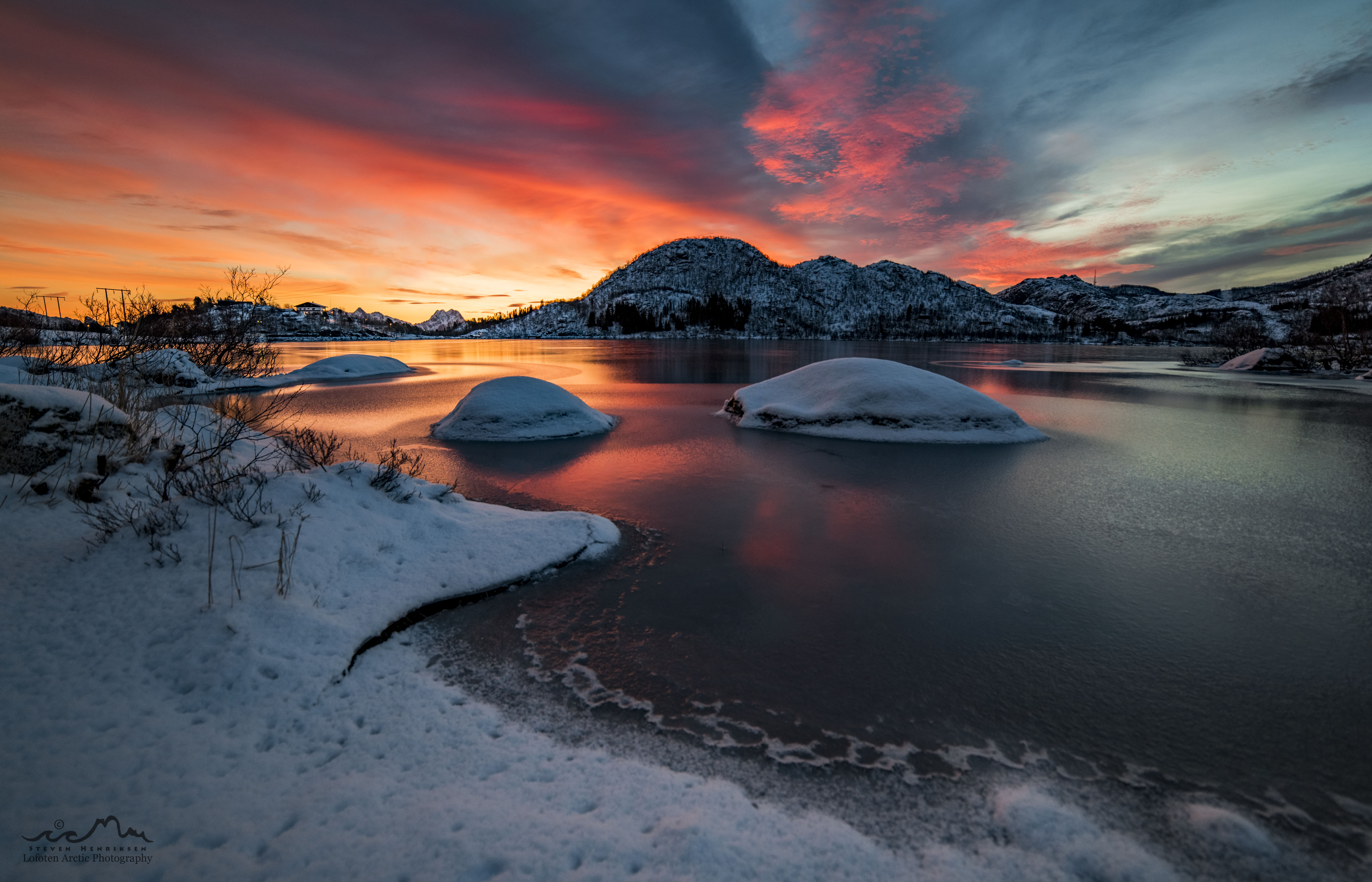 Exploring the Lofoten archipelago during polar night