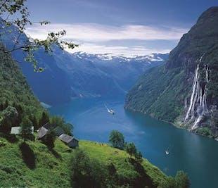 Round trip Åndalsnes - Trollstigen - UNESCO Geirangerfjord   Åndalsnes Bus Tours