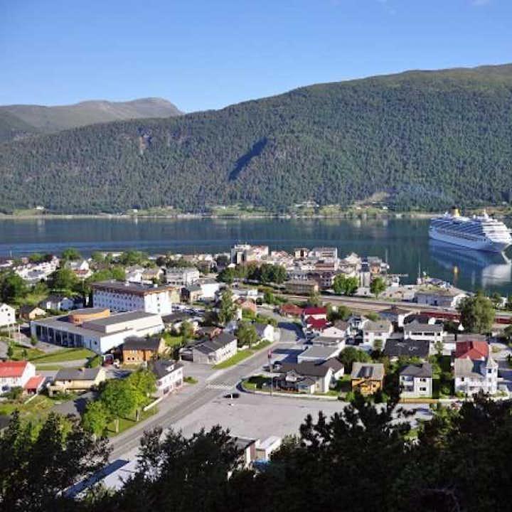Round Trip Andalsnes to Molde | Åndalsnes Bus Tour
