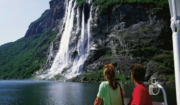 Round trip to UNESCO Geirangerfjord   Ålesund Bus Tours