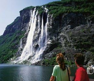 Round trip to UNESCO Geirangerfjord | Ålesund Bus Tours