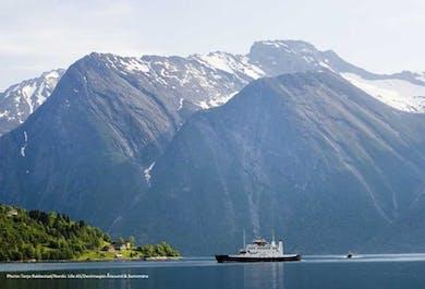 Round trip to UNESCO Geirangerfjord, Norangsdalen & Hjørundfjord | Ålesund Bus Tours